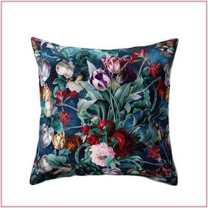 Floral Pattern Decorative Pillow